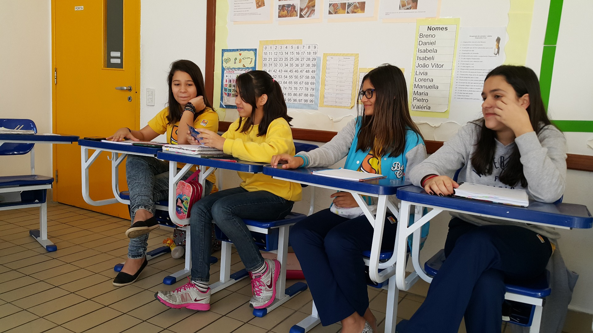 Para encerrar o semestre, os alunos do 7° ano prepararam um momento especial para recepcionar ex-alunos do Colégio Santer.