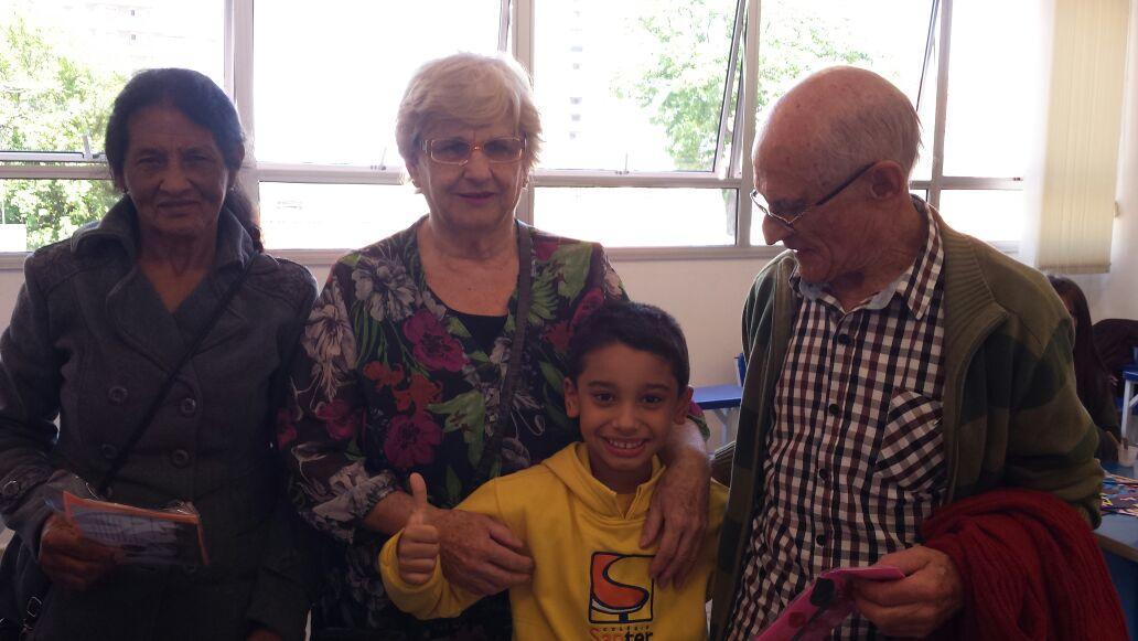 Confira momentos emocionantes dos alunos do fundamental I do Colégio Santer e seus avós.